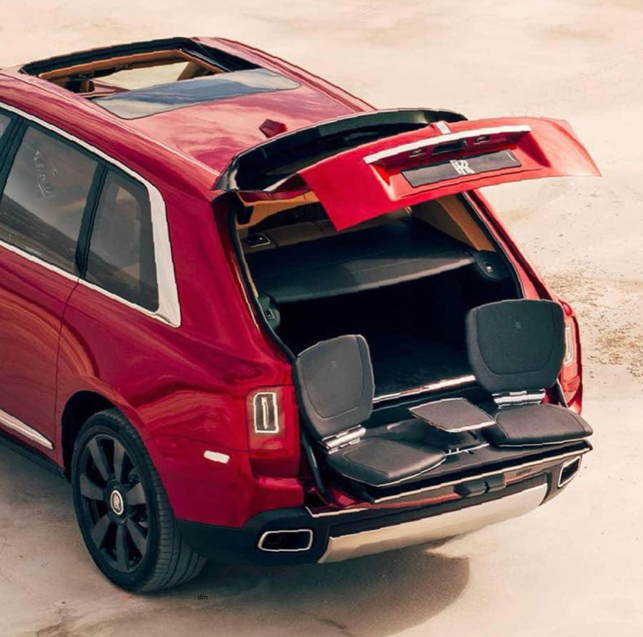 Rolls-Royce-Cullinan-rear-three-quarters-Viewing-Suite